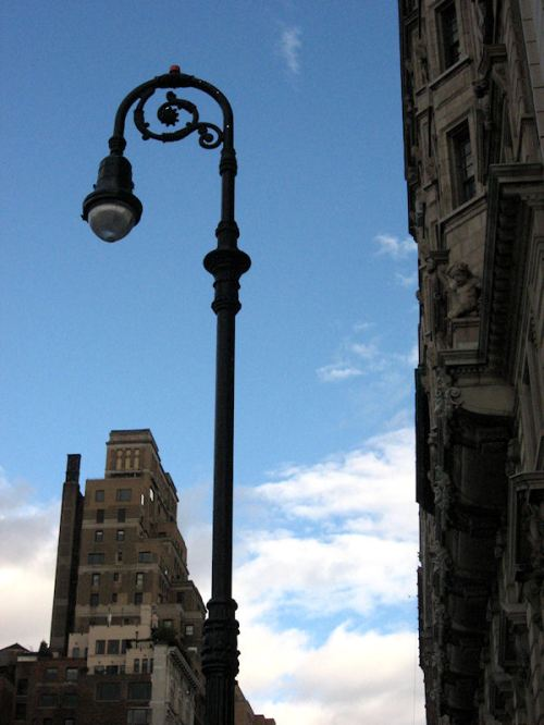 Photo of NY lamp post near Riverside Drive taken by Joana Miranda