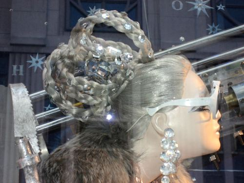 Photo of hairdo on mannequin at Bergdorf Goodman's taken by Joana Miranda