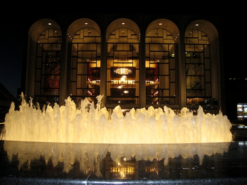 Photo of fountain in front of the Metropolitan Opera taken by Joana Miranda