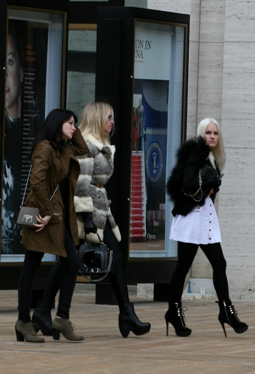 Photo of 3 women making their way to Fashion Week - taken by Joana Miranda