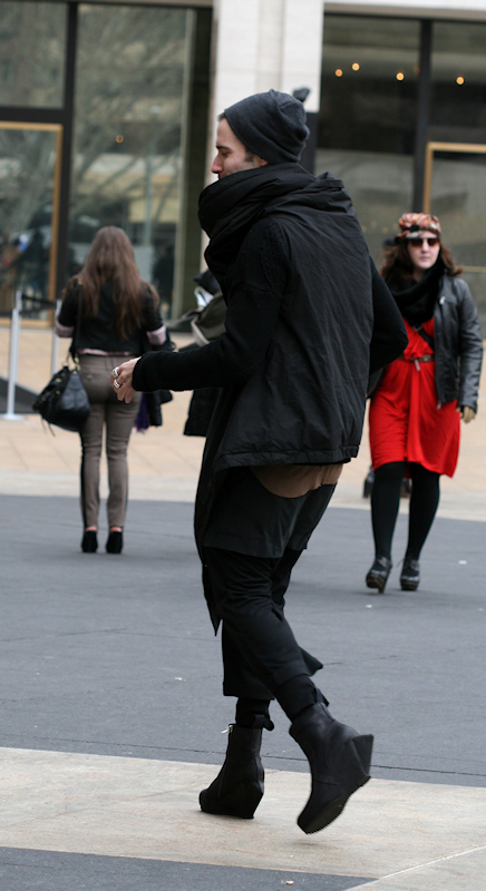 Wild outfit in black - taken at 2011 Fashion Week by Joana Miranda