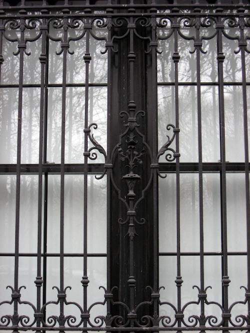 Photo of ornate grille on embassy building taken by Joana Miranda