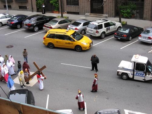 Start of the Good Friday procession on 97th Street - Photo taken by Joana Miranda