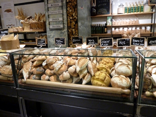 Photo of bread counter at Eataly, taken by Joana Miranda
