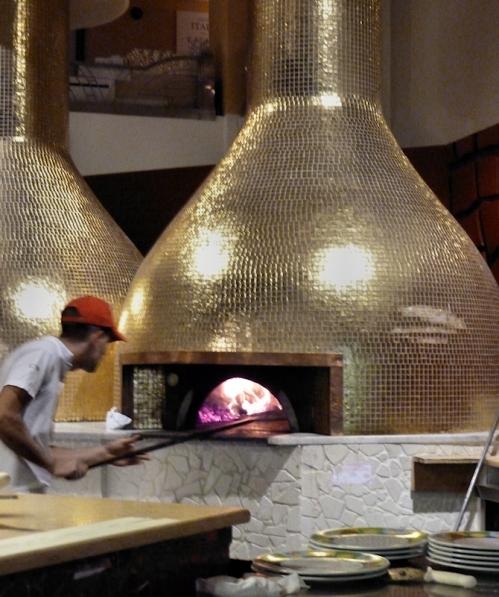 Photo of golden pizza oven at Eataly, taken by Joana Miranda