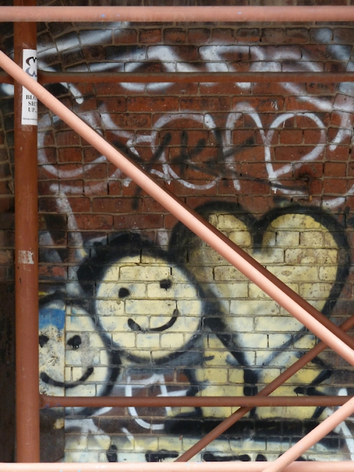 Photo of smiley face and heart graffiti in Dumbo, Brooklyn, taken by Joana Miranda
