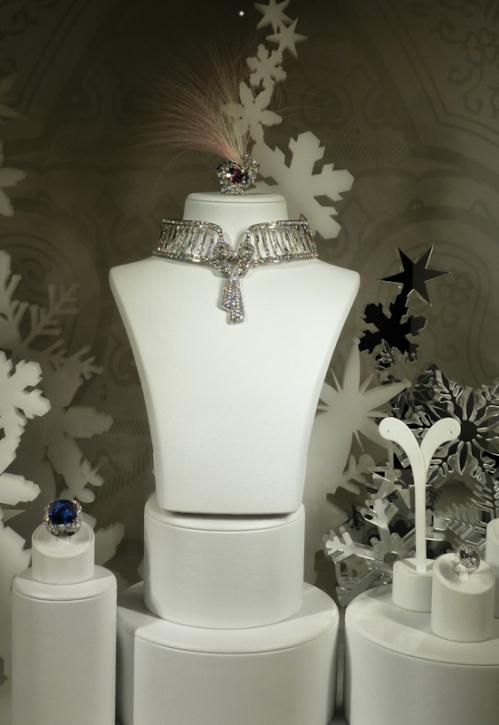 Photo of diamond choker at Harry Winston, taken by Joana Miranda
