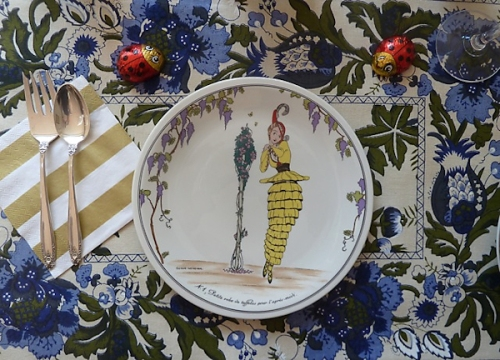 Photo of cute vintage lady plate, taken by Joana Miranda