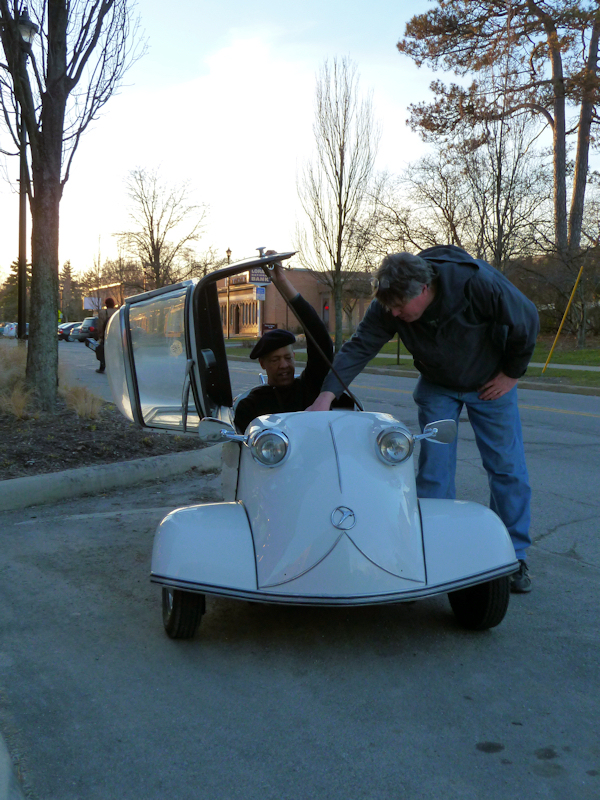 Photo of 3-wheeled German vintage auto with top open, taken by Joana Miranda