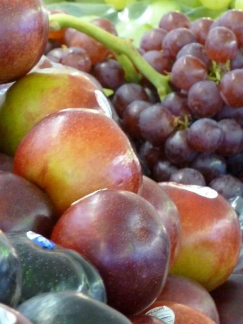Photo of plums, taken by Joana Miranda