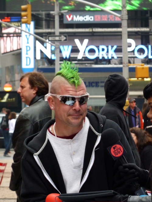 Photo of man in Times Square with green mohawk, taken by Joana Miranda
