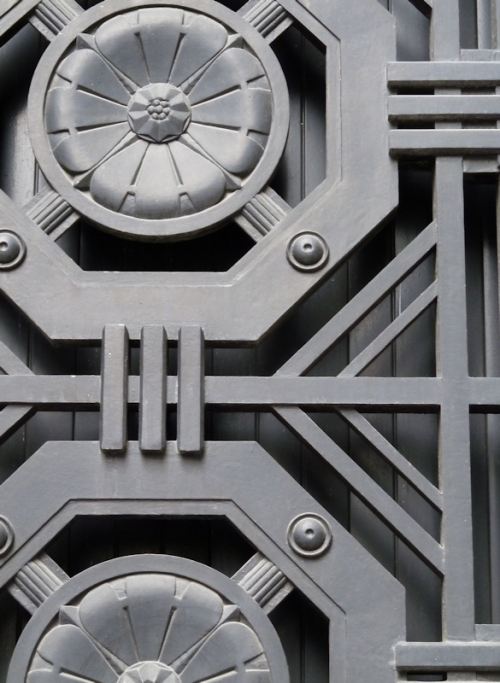 Photo of iron rosettes on Wall Street doorway, taken by Joana Miranda