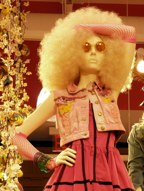 Photo of mannequin with blond Afro, taken by Joana Miranda