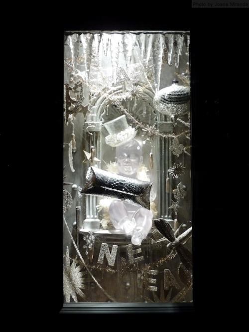 2013 Icy holiday window display