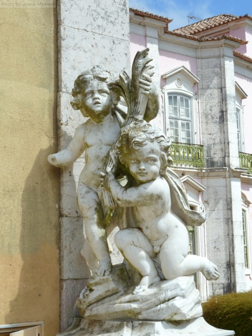 angel statues in Queluz