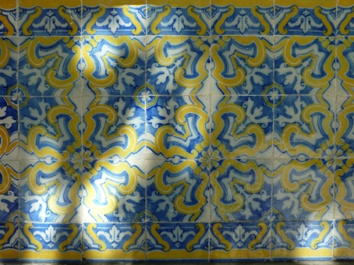 blue and yellow tiles on wall