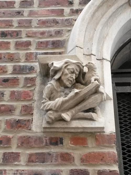 reading gargoyle