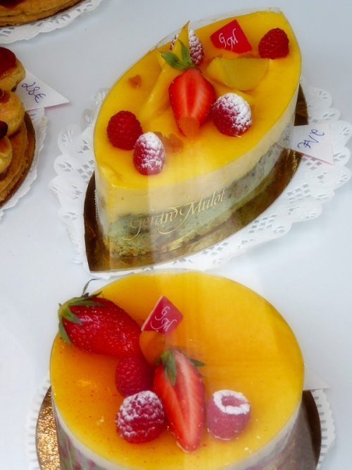 beautiful cakes with fruit