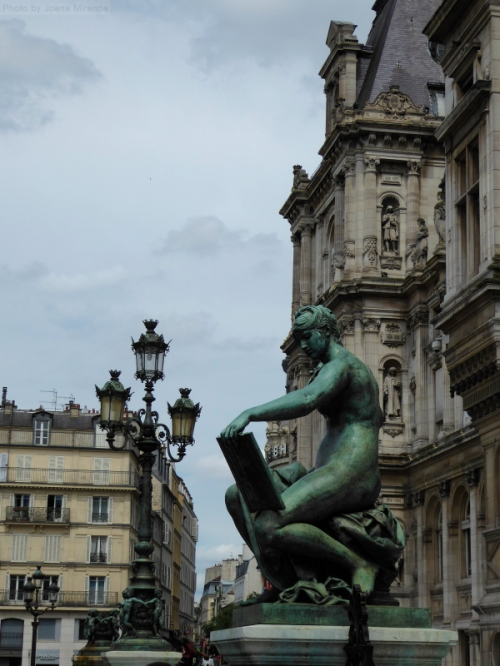 Paris archictecture and statue