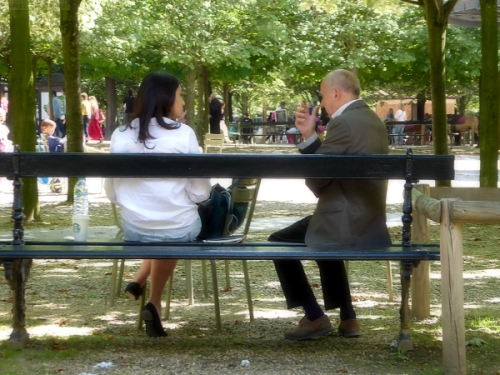 Woman and man having a conversation in Jardin du Luxembourg