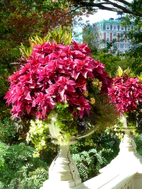 bow-bridge-flower-arrangements