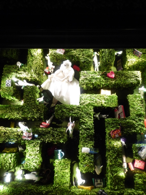 2016-bergdorf-goodman-holiday-maze-window